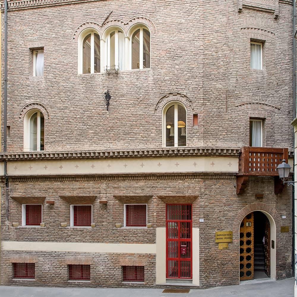 Albergo reggio 3 stelle reggio emilia depandance hotel posta for Tre stelle arreda reggio emilia
